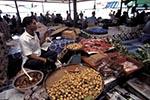 Brunei;Bruneian;Borneo;Southest_Asia;Asia;man;men;male;person;people;marketplaces;markets;merchants;people;persons;retailers;salespersons;sellers;shopping;vendors;Bandar_Seri_Begawan;Brunei_Darussalam;Produce;market