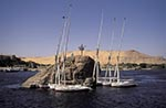 Egypt;Egyptian;Feluccas;Nile_River;Aswan;arid;boats;deserts;Feluccas;Middle_East;Near_East;Nile;North_Africa;River;rivers;streams;transportation;vessels;water