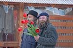 Lithuania;Lithuanian;Europe;Europa;Lietuvos;_Baltic;man;men;male;person;people;Lithuanians;persons;people;Lithuanians;Man;flowers;Trakai