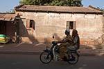 Mali;Malian;Africa;West_Africa;couple;man;men;woman;women;person;people;people;persons;Bamako;street;scene;street