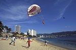 Mexico;Mexican;Latin_America;North_America;Central_America;Acapulco;Beach;coasts;Guerrero;La_Condesa;Parasailing;people;Mexicans;persons;seashores;seaside;beaches