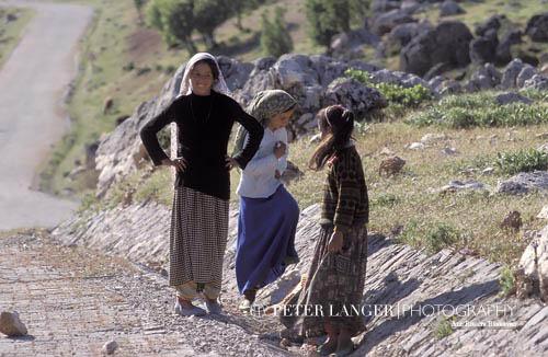 Turkey;Turkish;Asia;Europe;childhood;children;girl;girls;child;children;youngsters;kids;childhood;person;people;Turks;girls;kids;people;Turks;persons;youngsters;Nemrut Dag;Adiyaman;Kurdish;girls